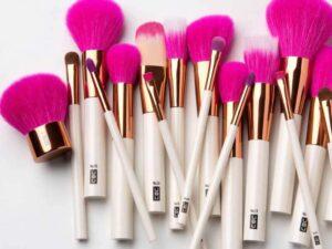 Makeup Brush for SRT Display